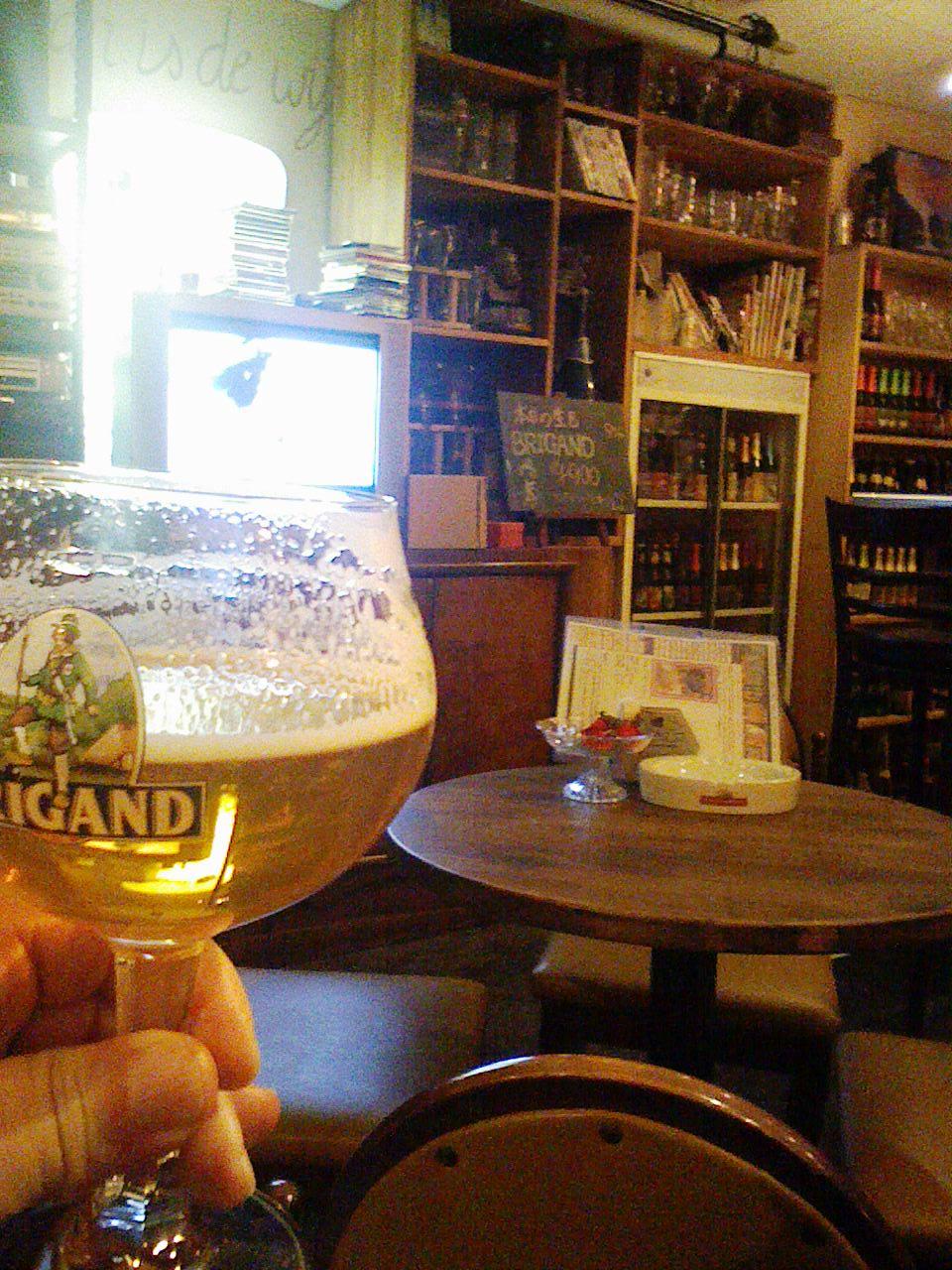 「ドールドレス」天満の不思議な店。入れば「ベルギービール」てんこ盛り!_c0061686_864460.jpg
