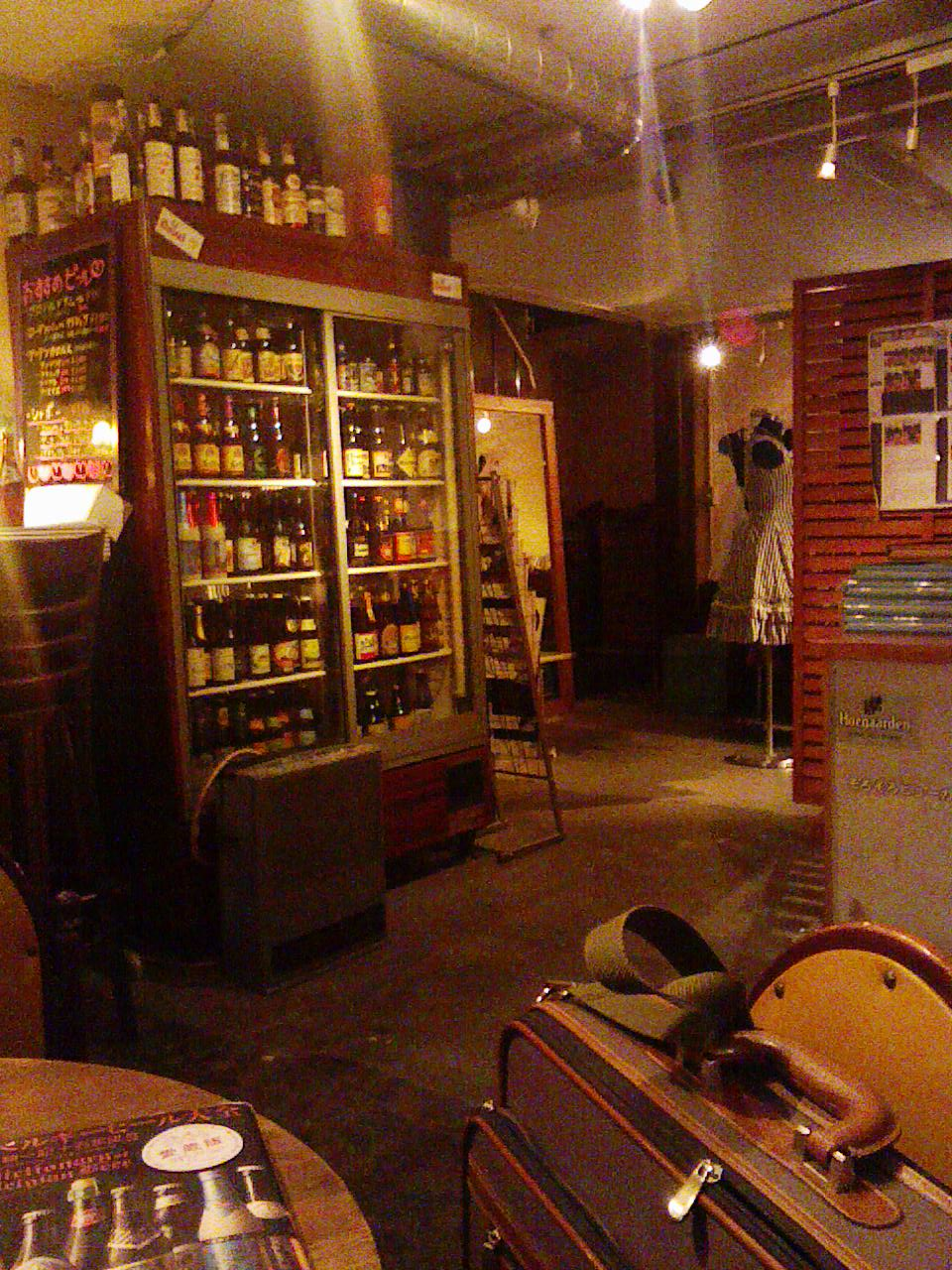 「ドールドレス」天満の不思議な店。入れば「ベルギービール」てんこ盛り!_c0061686_873552.jpg