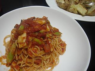 きのことアスパラのトマトソーススパゲティと鶏とじゃがいものオーブン焼き_c0025217_1136262.jpg