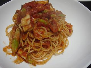きのことアスパラのトマトソーススパゲティと鶏とじゃがいものオーブン焼き_c0025217_1136894.jpg