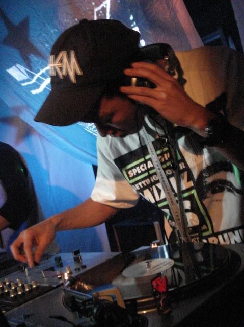DJ ZETから曲解説とメッセージが届きました!!_f0113642_17294668.jpg