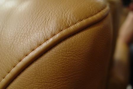 上質なキャメル本革ソファーが入荷しました!!_a0096367_2231529.jpg
