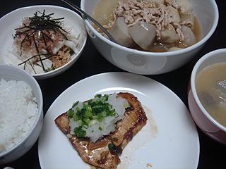 メカジキのソテーと挽き肉と里芋の煮物_c0025217_0422081.jpg