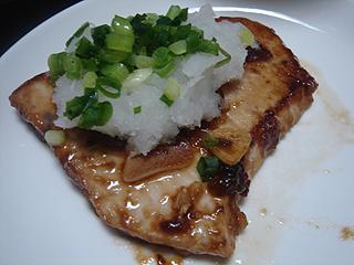 メカジキのソテーと挽き肉と里芋の煮物_c0025217_042278.jpg