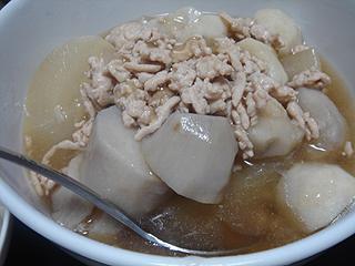 メカジキのソテーと挽き肉と里芋の煮物_c0025217_0423314.jpg