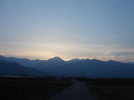 夕暮れの安曇野の空に_a0014840_22492562.jpg