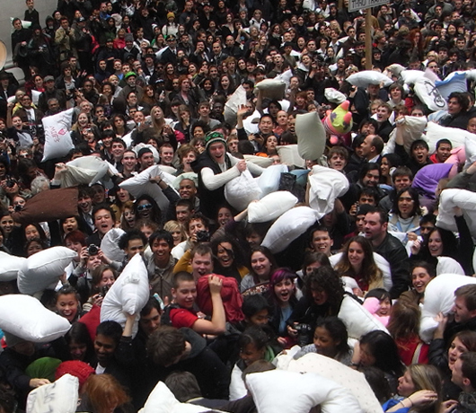 Annual Pillow Fight Day 2009_b0007805_11272260.jpg