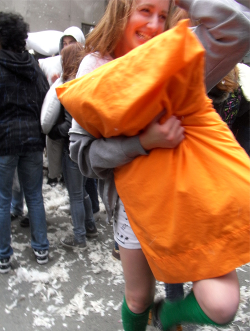 Annual Pillow Fight Day 2009_b0007805_11392578.jpg