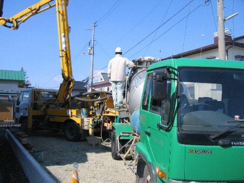 布基礎コンクリート打ち_b0165417_1755957.jpg