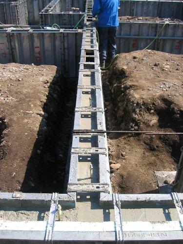 布基礎コンクリート打ち_b0165417_1784472.jpg