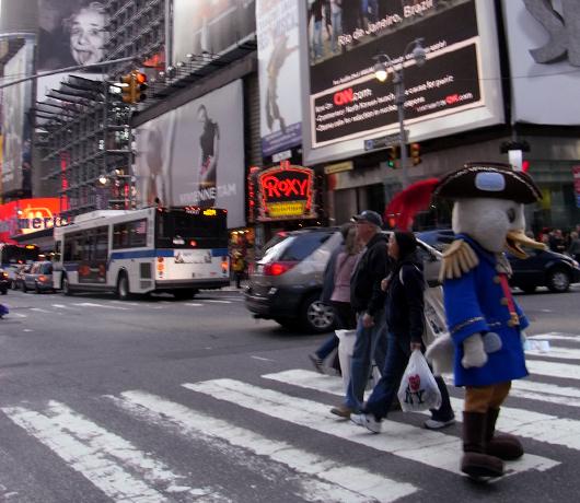 最近のタイムズ・スクエア風景 着ぐるみとか多めです_b0007805_12263515.jpg