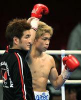 高校6冠の井岡一翔、TKOでプロデビュー _d0150722_1215013.jpg
