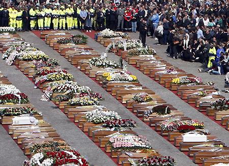 ABRUZZO大地震 国葬 バゥ_d0084229_1795411.jpg