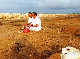 海岸でのお祈り_d0083068_1159611.jpg