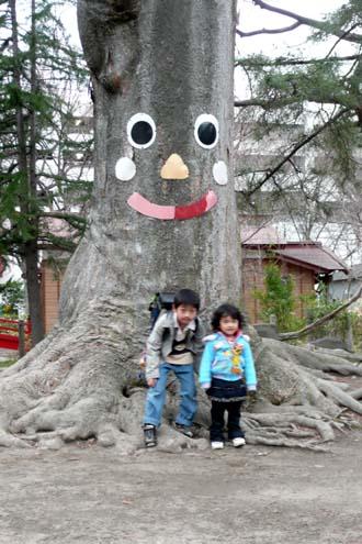 大きな木の下で!_f0150893_18472063.jpg