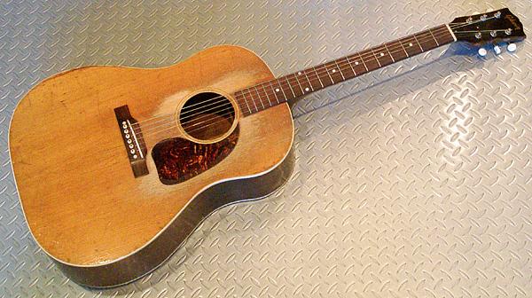 本日は、お買得なAcoustic Guitarを2本御紹介しまっす!_e0053731_1794520.jpg