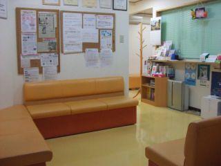 待合室の床清掃しました。_a0119856_22585074.jpg