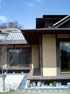錣屋根は屋根の途中で勾配に変化をつけたもの。兜の後頭部を保護する覆い「錣... 錣屋根(しころや