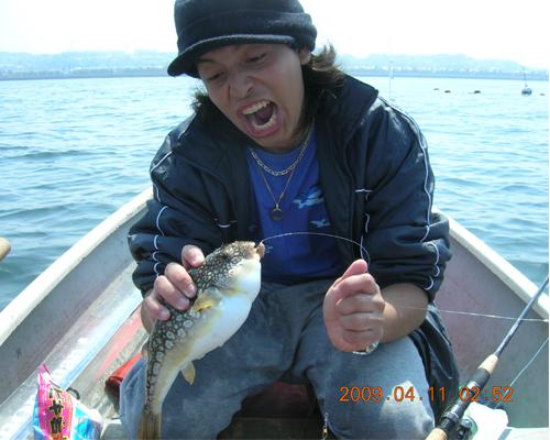 手漕ぎボートでイシモチ釣りまた行きました!_f0131216_1623536.jpg
