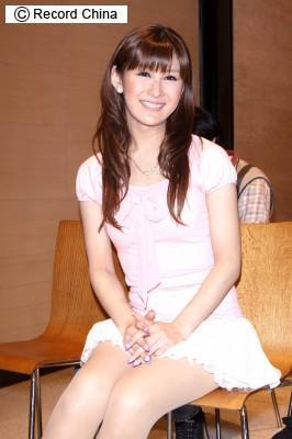 人気タレントの椿姫彩菜が自著本PR、「元男性」のあで姿に驚きの声 ...