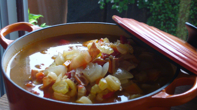鍋いっぱいのスープ_c0069247_23282519.jpg
