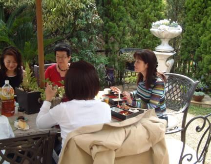 お庭でランチ~♪_f0029571_2283255.jpg