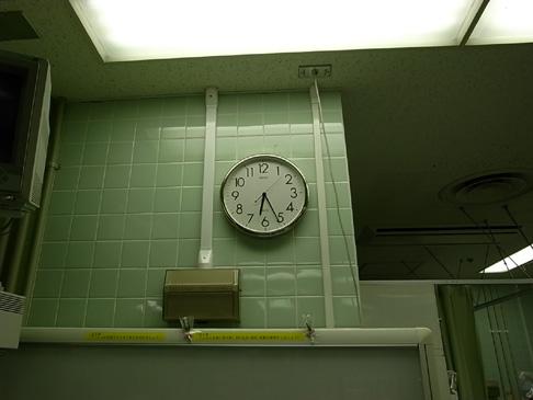 銀色の壁時計_e0174281_1331075.jpg