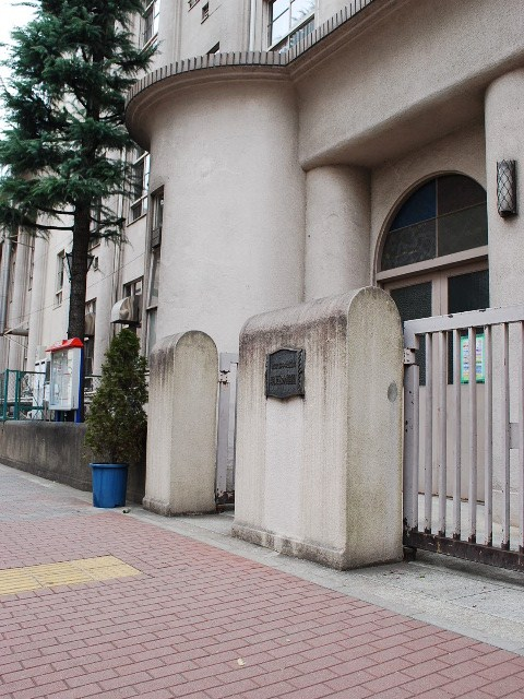 東京都中央区立明石小学校(大正モダン建築探訪)_f0142606_2232458.jpg