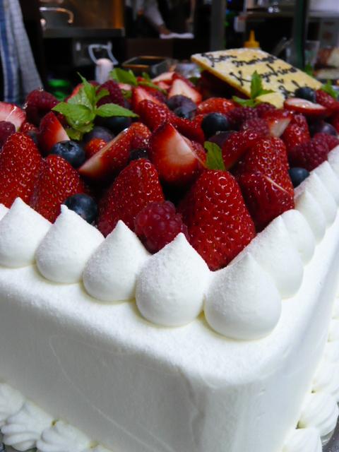 やっぱりスペシャルな「ウェディングケーキ♪」_b0077531_23551722.jpg