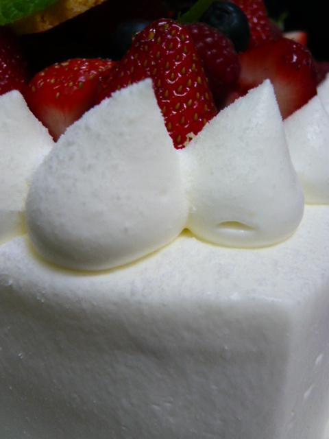 やっぱりスペシャルな「ウェディングケーキ♪」_b0077531_23552146.jpg