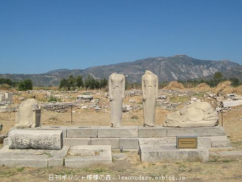 サモス島出土のフルート奏者の像 アテネ国立考古学博物館_c0010496_1736343.jpg