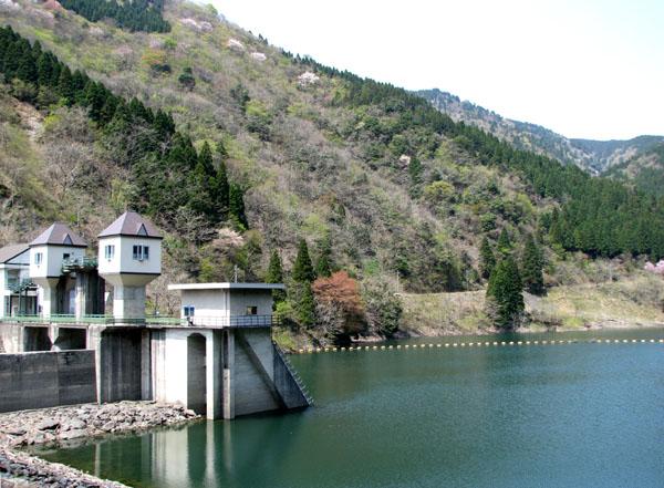 石田川ダム_e0048413_22131494.jpg