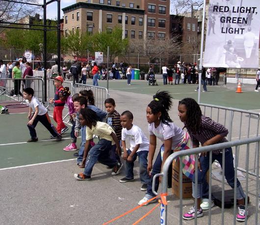 伝統的な遊びが勢ぞろい Street Games 2009_b0007805_97911.jpg