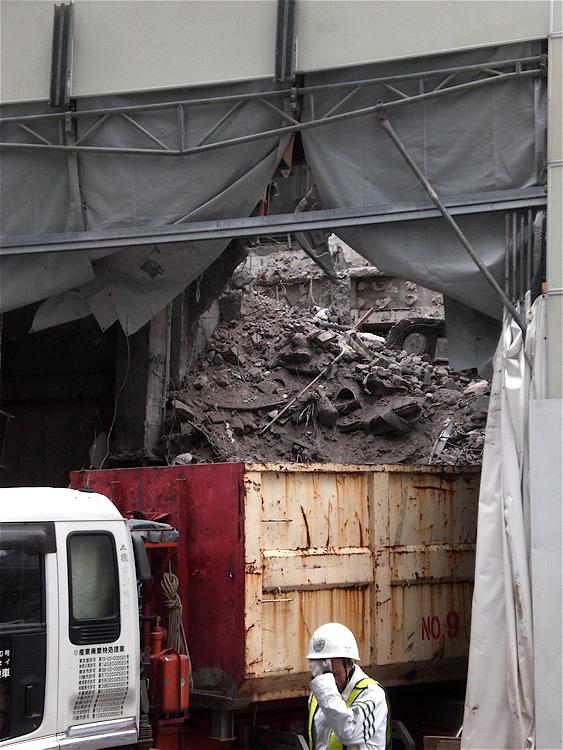 瓦礫搬出_c0156717_7413984.jpg