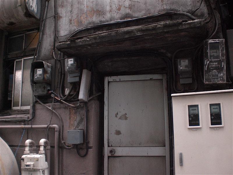 ドアと窓の向う側_c0156717_7513212.jpg