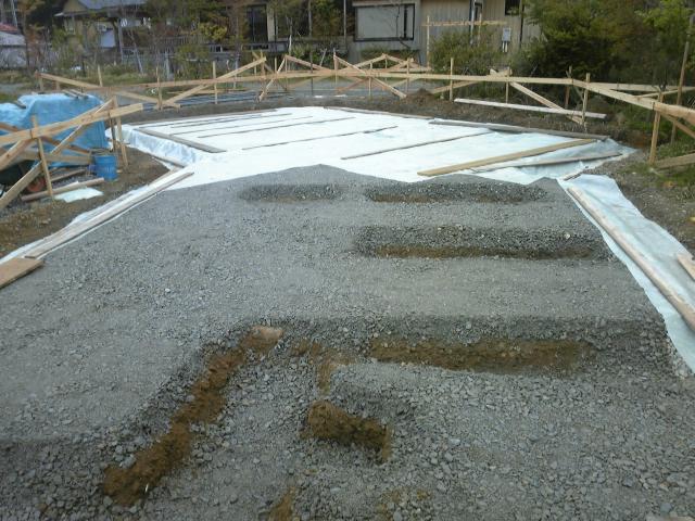 モデルハウス基礎工事(砕石)_c0170940_11522093.jpg