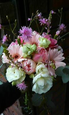 元気を与えるピンクの花束_c0137266_22304650.jpg