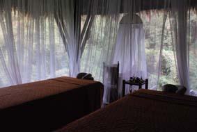スパ、森の匂い、夕暮れの灯り_b0053082_0495757.jpg