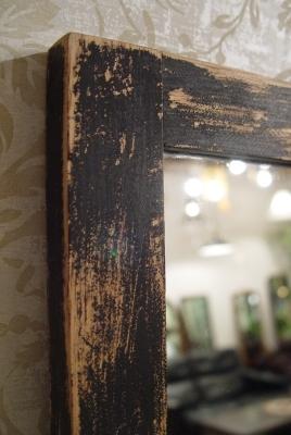 アジのある小さめの木製台と、木枠のミラー入荷!_a0096367_21583174.jpg