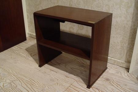 アジのある小さめの木製台と、木枠のミラー入荷!_a0096367_2158640.jpg