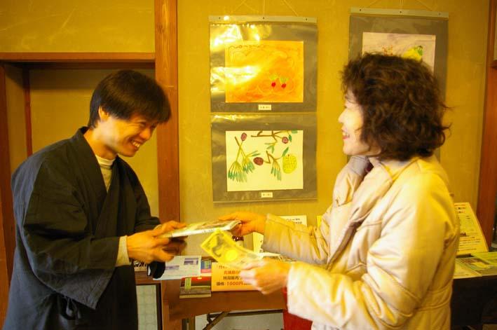 北鎌倉の神々大健闘!カジュ祭で16部販売_c0014967_13535239.jpg
