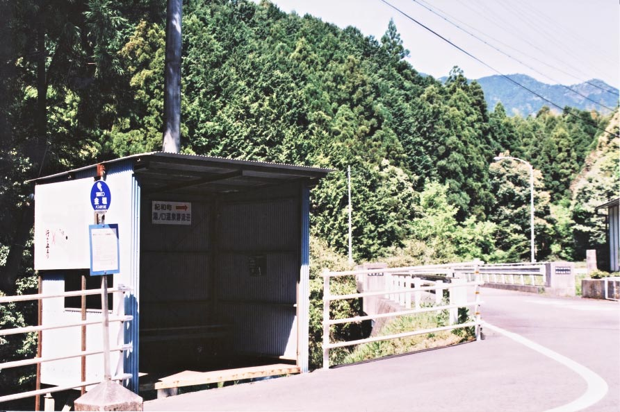 桃太郎岩    Road of the Momotaro\'s rock_e0156251_6574112.jpg