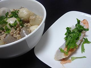 焼き鮭と挽き肉と里芋の煮物_c0025217_1101754.jpg