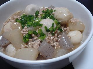 焼き鮭と挽き肉と里芋の煮物_c0025217_110268.jpg