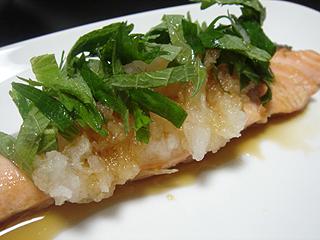 焼き鮭と挽き肉と里芋の煮物_c0025217_1103411.jpg