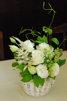 東京 高輪教会 *カラーの祭壇花、初夏の装花たち、そしてチェアフラワー_a0115684_923527.jpg