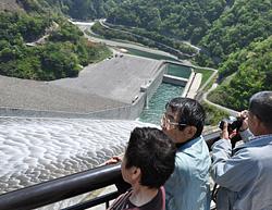 徳山ダム 初の観光放流_f0197754_055618.jpg