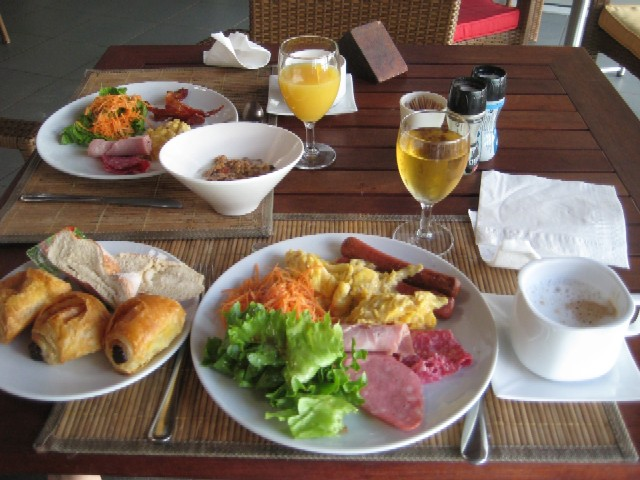 ニューカレドニアの青い空(6)Hotel Kou-Bugnyの朝食_c0013687_0442257.jpg