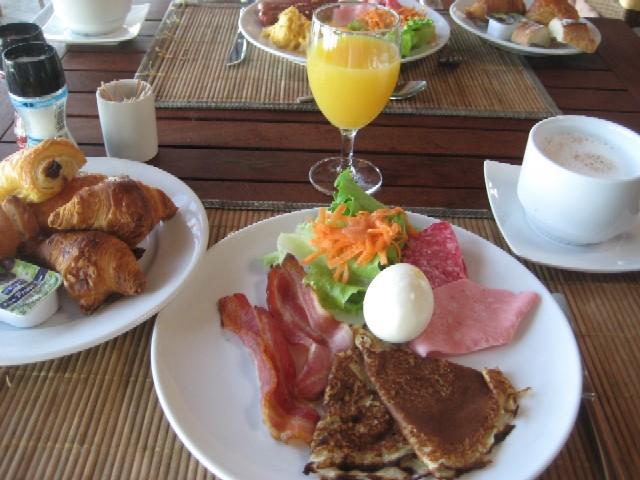 ニューカレドニアの青い空(6)Hotel Kou-Bugnyの朝食_c0013687_0454654.jpg