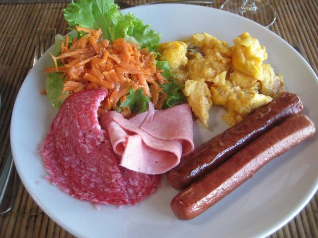 ニューカレドニアの青い空(6)Hotel Kou-Bugnyの朝食_c0013687_046526.jpg